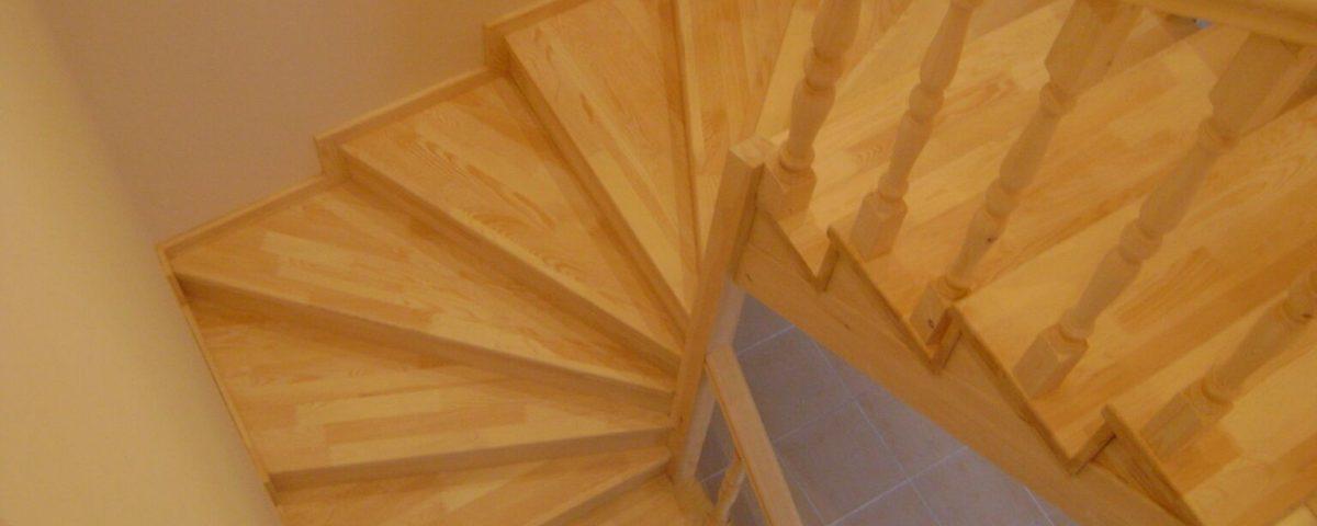 Dubleks Ev Döner Ahşap Merdiven