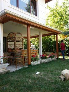 Bahçeye Ahşap Pergole